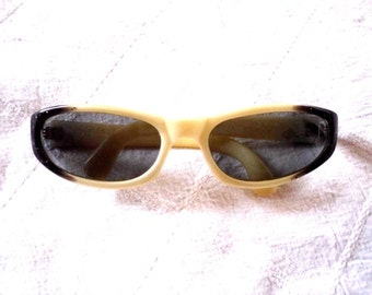 db93c778ae3d Original 1980s Vintage COOL-RAY POLAROID Sunglasses    Cari Michelle Black  Glitter Plastic Eyeglass Frames    Back to the Future Style
