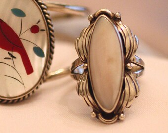Mother of Pearl Marquis Shaped Stone Long Navajo Ring Silver Leaf Design Double Shank Southwest Statement Ring Size 7 3/4 Vintage Bohochic