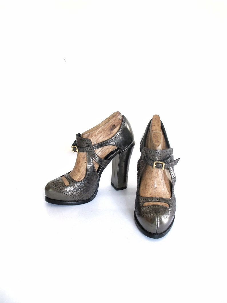 254625037 FENDI laser cut leather mary janes   pumps   heels made in