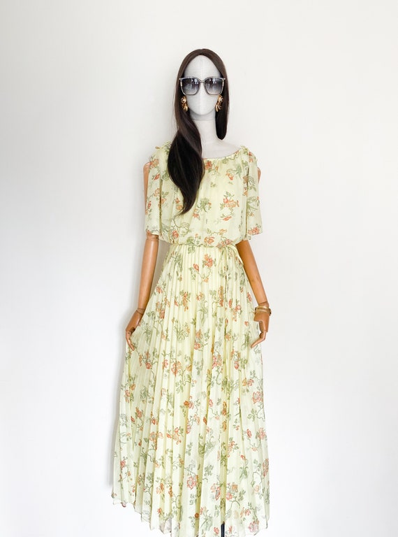 VTG 70s floral printed pleated maxi dress