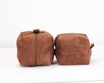 Makeup cube bag in hazelnut brown distressed leather, cosmetic case accessory bag zipper pouch travel case square jewelry  - Cube