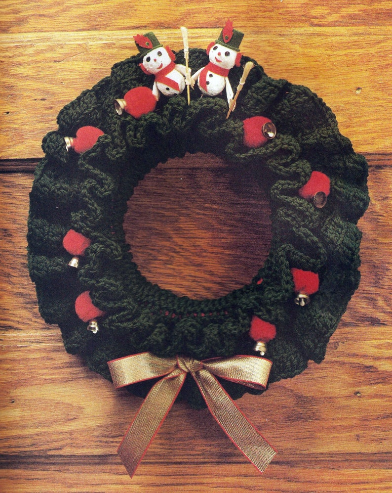 Ruffled Wreath Cover Vintage Crochet Pattern image 0