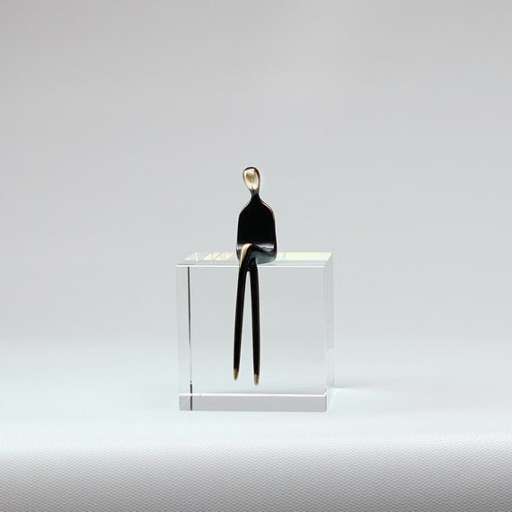 Mom 1, individual female figure | build your family | Yenny Cocq signature collection | a la carte select your family members