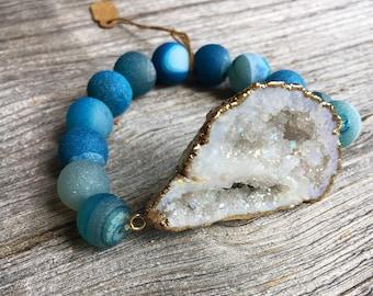 White Agate Slice and Blue Druzy Stone Bracelet, Boho Stretch Bracelet