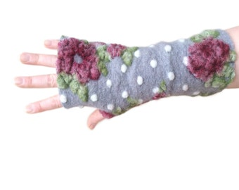 Arm Warmers in Light Grey with Roses, Fingerless Gloves,  Wrist Warmers, Wool Fingerless Mittens, Wool Fingerless Gloves, Gauntlets
