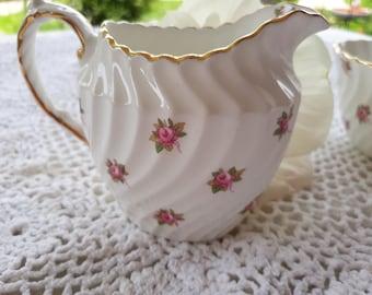 "Aynsley Bone China England Cream Sugar ""Hathaway"" Pattern AYNHATH 1940s Swirl Pattern Pink Roses White Background 22K Gold Trim Shabby Chic"