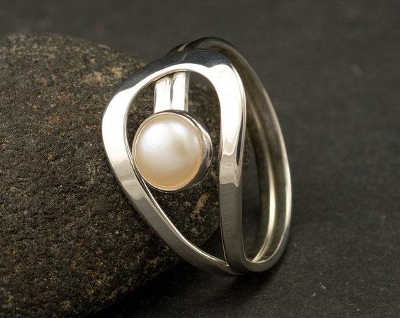 Pearl Ring- Silver Pearl Ring- Gemstone Ring- Sterling Silver Ring- White Pearl Ring- June Birthstone Ring- freshwater pearl