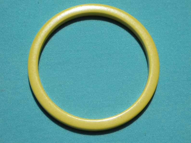 Bracelet Bakelite Spacer Bangle Creamed Corn Yellow Opaque Squared 316 Wide Squared Rich Patina Vintage c.1940/'s