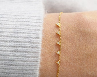 Triangle Bracelet | Tiny Gold Triangle Bracelet | Dainty Gold Bracelet