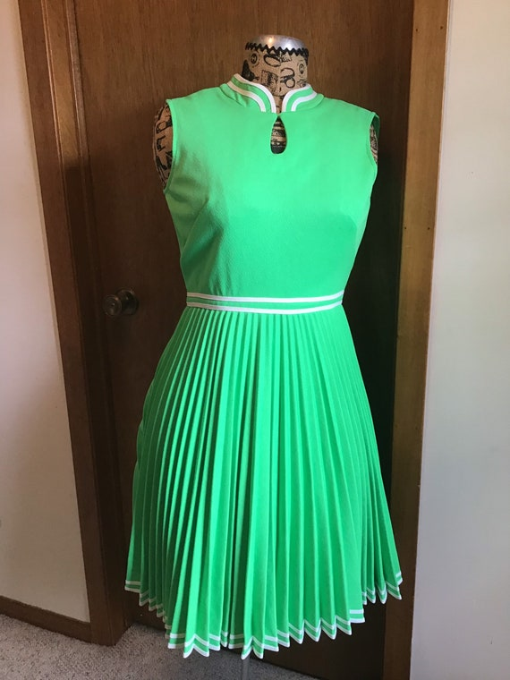 Vintage 1970s Woman Bright Green Sleeveless Dress,