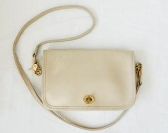 3e93a7d353 Vintage cream saddle Coach Handbag. Coach Shoulder bag