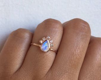 Moonstone Ring, Moonstone Engagement Ring, Moonstone Diamond Ring, One of a Kind Ring, Unique Engagement Ring, Moonstone, Rainbow Moonstone