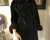 Luxurious Vintage 40s Old Hollywood glam Black Persian lamb Mink Trim Cuffs Portrait collar Louis Furriers ladies Coat size Small
