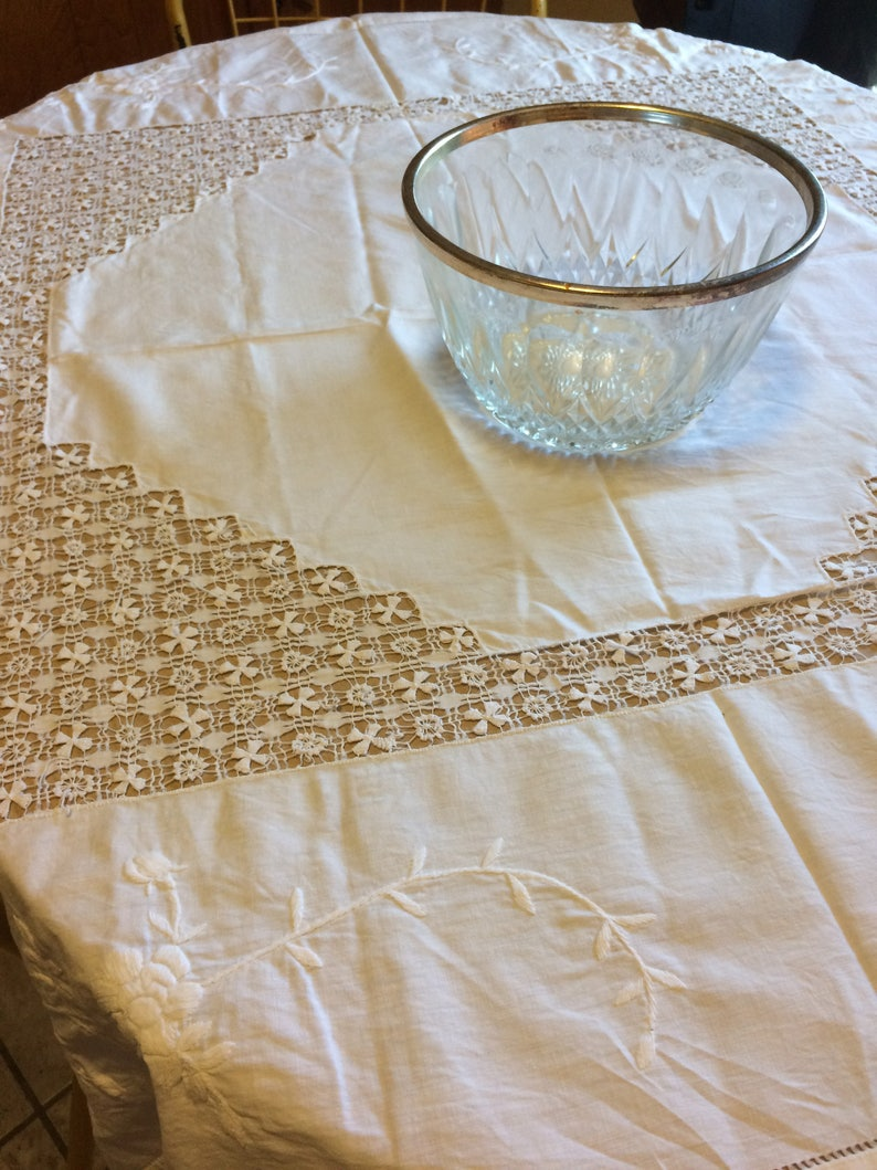 Vintage 1950s Stunning Off White Linen  Formal Dining Lace Insert Embroidered Wedding Gift Tablecloth 50 x 50 Table Linen