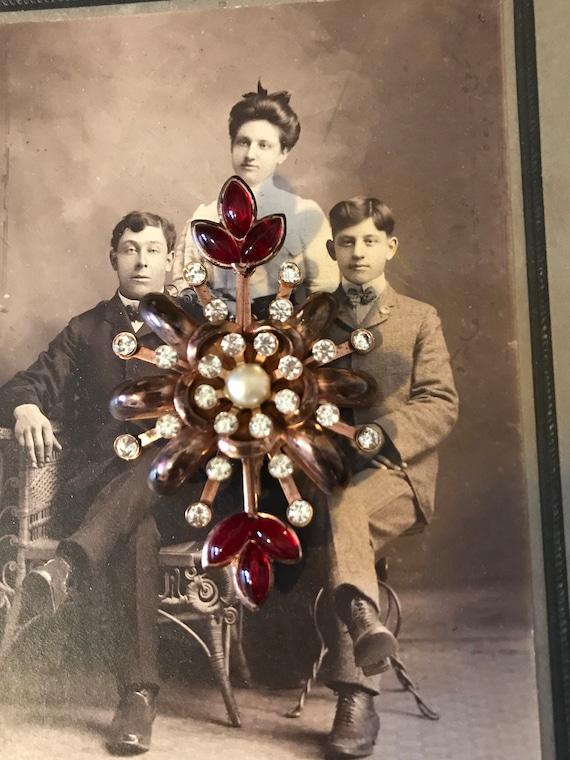 Vintage 40s  Ladies Ornate Red Rhinestones Pearl … - image 1