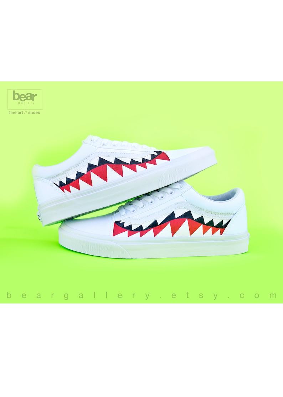 Requin Chaussures Et Personnalisé Dents Sur De Avec Peint Blanc Main Vans Unblockin Vieux Des Peinture À Bape Initiales La hBsCtQrdxo