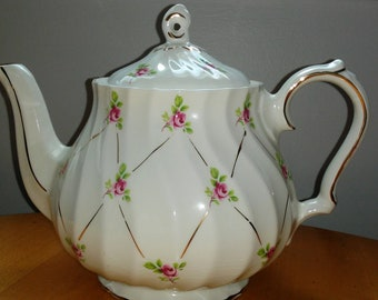 Sadler Teapot Pink Rosebuds Gold Decoration