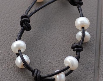 Leather Bracelet, Pearl Bracelet, Big Pearl, Edgy Bracelet, June Birthstone, Unisex Bracelet, Trendy Bracelet, Natures Splendour