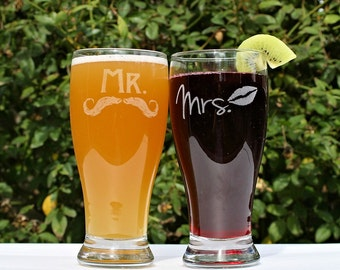 Anniversary gift for Couple, Mr and Mrs Glasses, Anniversary Glasses, Anniversary Gift set, Mr and Mrs Cups, Wedding Gift for Couple