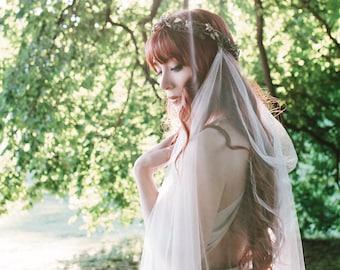 Woodland wedding headpiece with veil, Boho bridal crown, Rustic wedding veil, Twig crown, Waltz length, Medieval hair wreath, leafy circlet