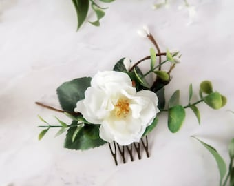 Eucalyptus bridal flower comb, white rose wedding comb, greenery floral clip, small flower hair piece, foliage comb, bridesmaid accessories