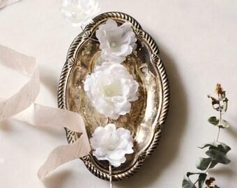 Bridal flower hair pins, white wedding hair clips, floral hair clip set, white flower bobby pins, floral clips, hair accessories