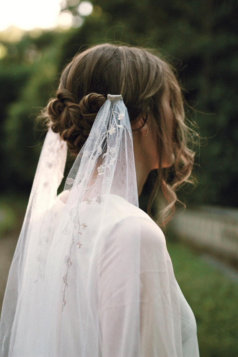 Embroidered bridal veil White wedding veil Cathedral length image 0