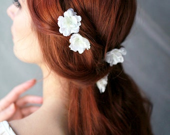 White bridal hair pins, simple wedding hair clips, floral blossom hair clip set, white flower bobby pins, delicate floral clips