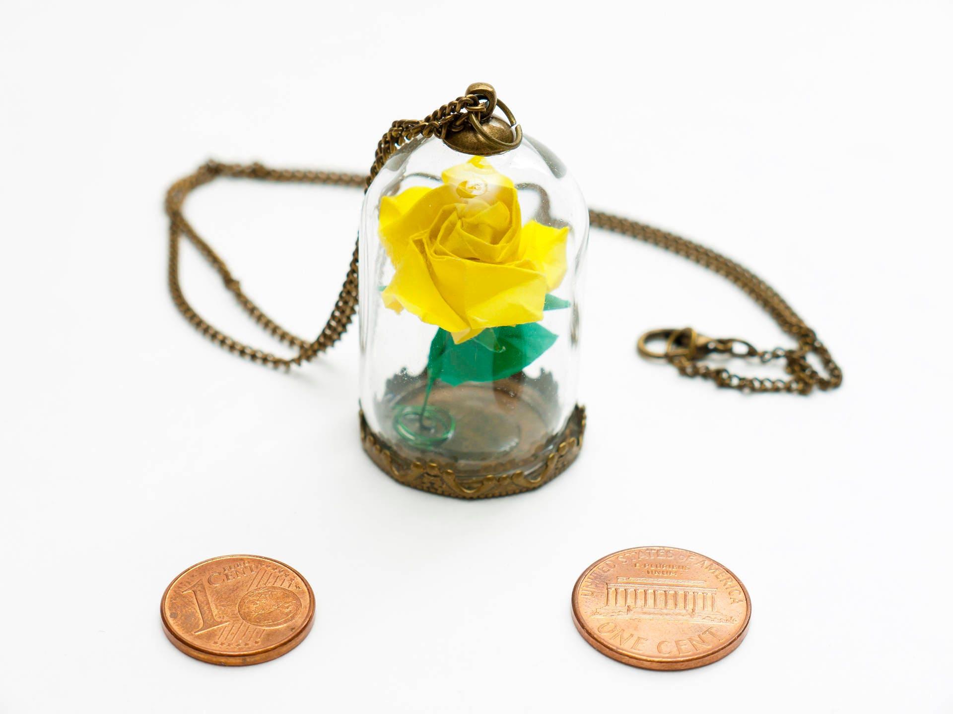 rose ternelle jaune sous cloche de verre en collier etsy. Black Bedroom Furniture Sets. Home Design Ideas