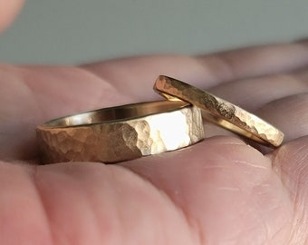 Hammered Recycled Gold Wedding Band Set. Matching Wedding Rings Set in Solid 14k Yellow or Rose Gold in Matte or Polished Finish.