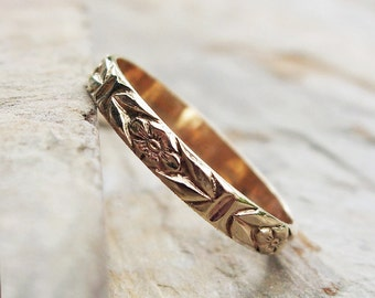 Solid 14k Yellow Gold Chevron Leaf and Posy Detail Wedding Band or Stacking Ring. Floral Patterned Gold Band.
