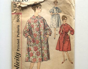 Vintage Sewing Pattern Women's 50's Partially Uncut, Simplicity 3216, Robe (S)