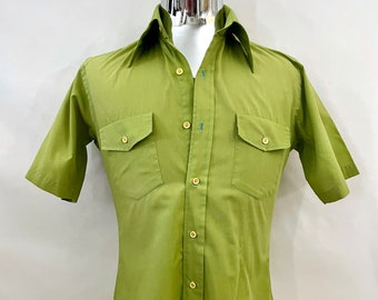 Vintage Men's 70's Pea Green, Shirt, Short Sleeve, Button Down by Malibu Collection (M)