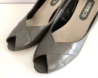 Vintage Shoes Women's 80's Peep Toe Pumps, Gray, Leather, Heels by Connie (Size 7)