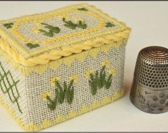 March Daffodil - Thimble Box Treasures Birthflower Series Cross Stitch Kit NOTEWORTHY NEEDLE Includes Bamboo Snap-Together Box! Birth Flower