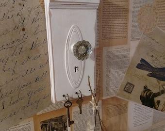 Shabby Farmhouse White Distressed Crystal Doorknob Key Rack old weathered wood