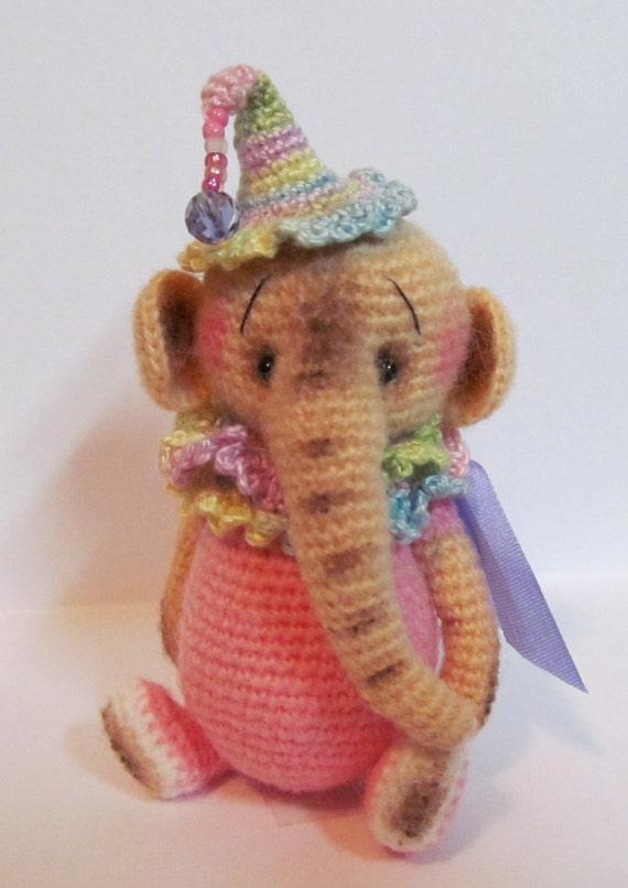 Ravelry: mini elephant amigurumi pattern by mohu | 806x570