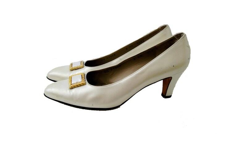 Salvatore Ferragamo Pearl Leather Pumps Off White Heels Shoe image 0