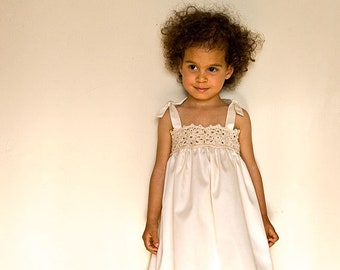 Lace flower girl dress in white or ivory for beach wedding. Ivory flower girl Dress in organic cotton. Crochet girl dress.