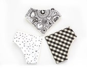Baby Bib in organic cotton. Arrow pattern and heart for hipster baby. Dribble bib in black and white