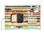 Jungle Placemat with elephants, giraffes. Organic place mat with cutlery pocket in organic cotton.