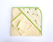 Hooded towel for organic baby in lime green and chocolate brown. Organic cotton towel set with owl pattern.