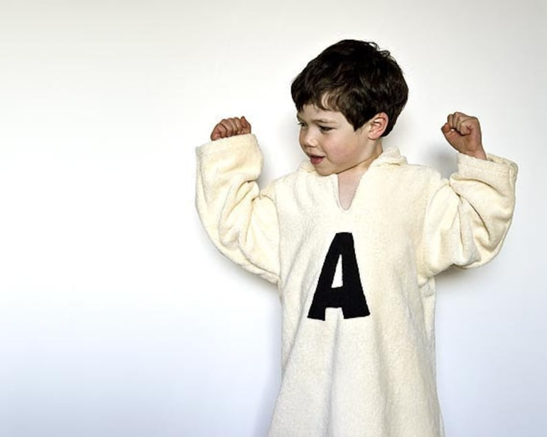 Personalized robe with monogram with hood in organic cotton. image 0