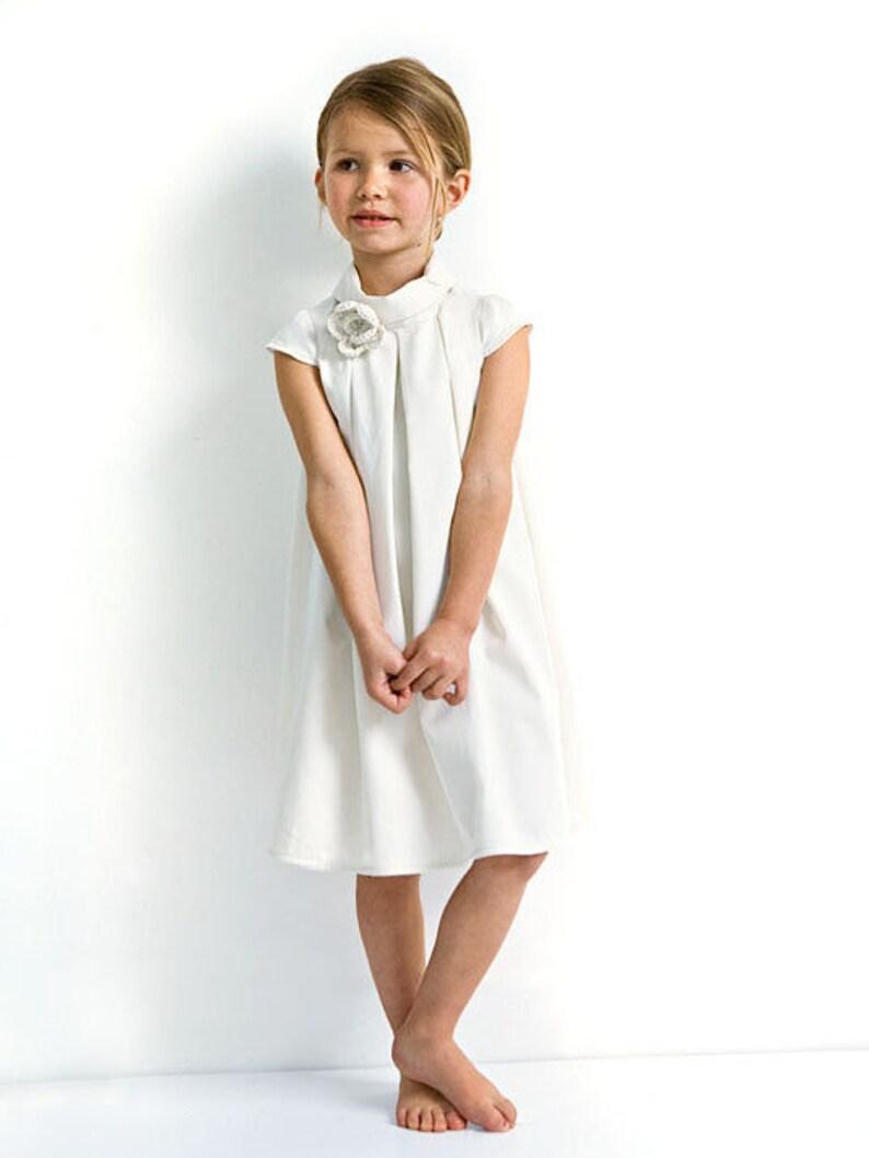 White flower girl dress with short sleeves for wedding in image 0