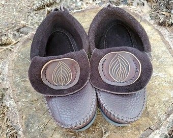 Inca Moccasins with Round Etched Leaf Pocket / Zero Drop Minimalist Leather Bullhide Durable Nature Handmade Festival
