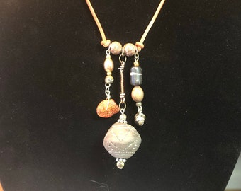 Spindle Whorl with Amber (Simple Dangle)