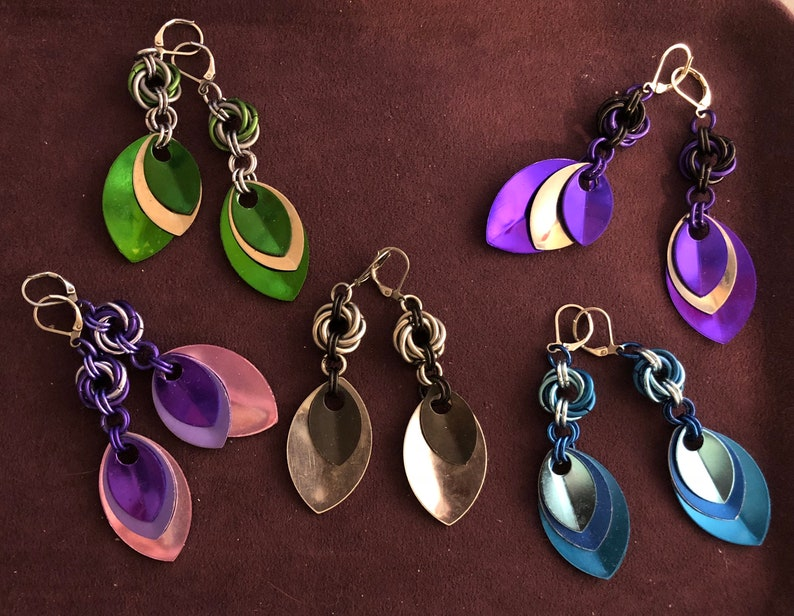 Chainmaille mobius ball and scale earrings  multiple colors image 0