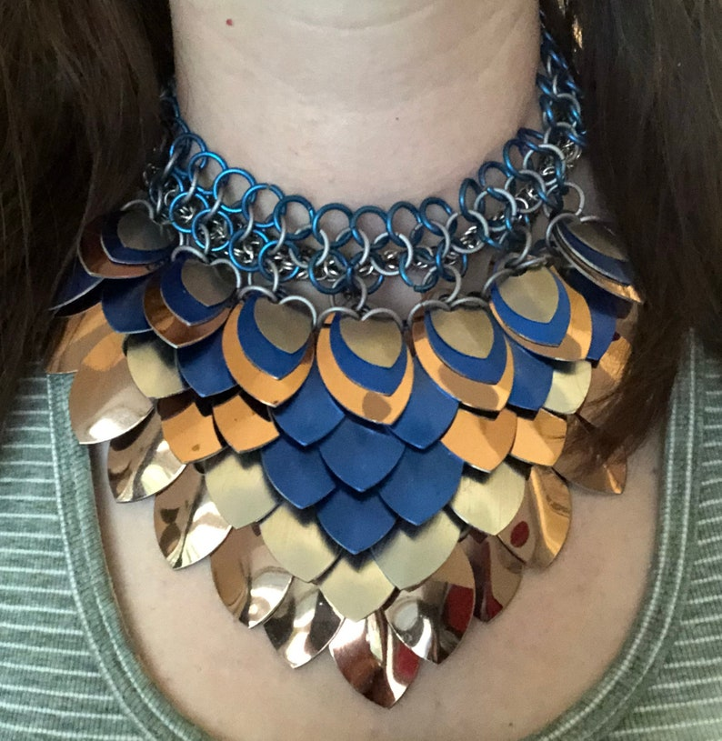 Blue bronze and silver anodized aluminum scale maille image 0