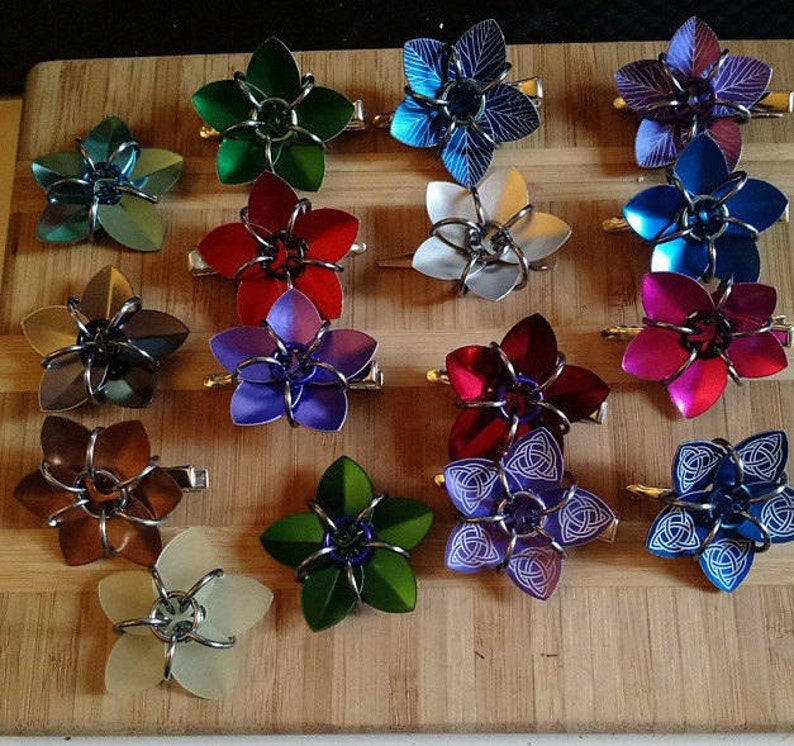 Small scale flower hair clips various colors image 0