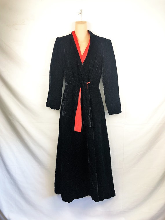 Lovely Black Velvet Vintage 1940s 40s Hostess Gown